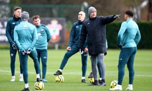 Ralph Hasenhüttl speaks to his players during a training session with their next game at Leicester on their minds.