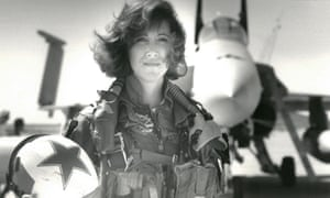 Tammie Jo Shults in 1992 was one of the earliest female fighter pilots in the US Navy.