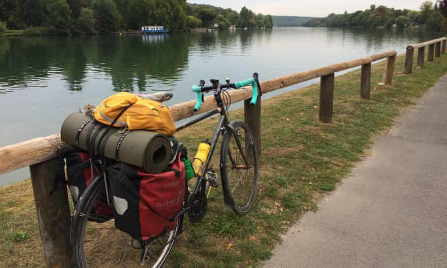 Anna's bicycle next to an idyllic stretch of the Loire.