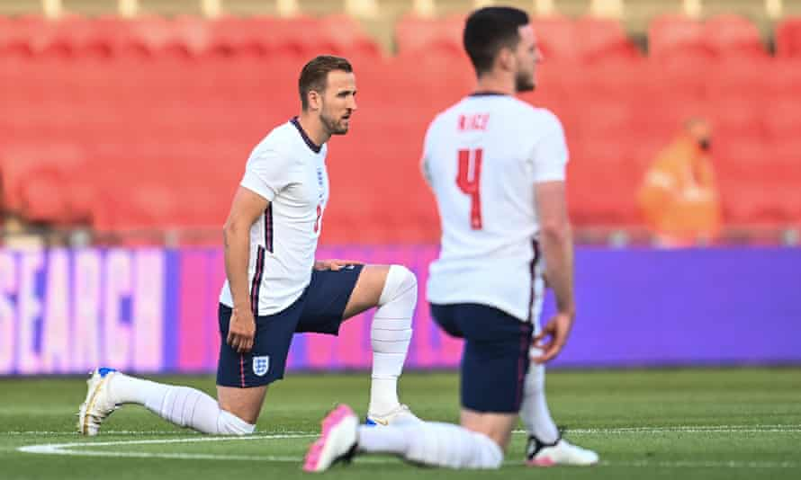 Harry Kane and Declan Rice take a knee before the friendly against Austria at Middlesbrough on 2 June