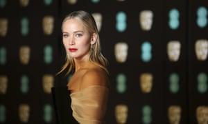 Jennifer Lawrence arrives on the red carpet