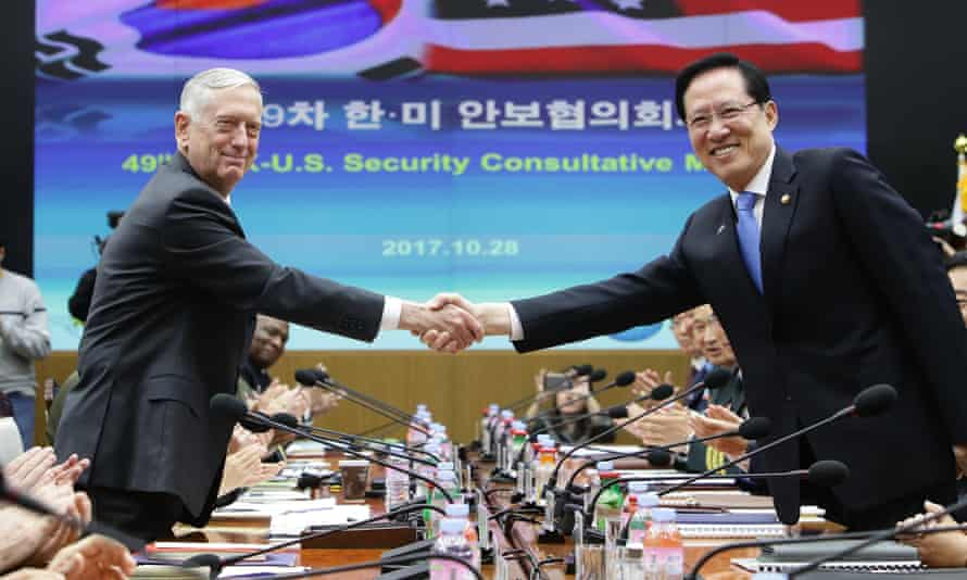 James Mattis shakes hands with South Korean defense minister Song Young-moo