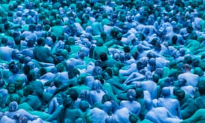 Spencer Tunick's Sea of Hull installation