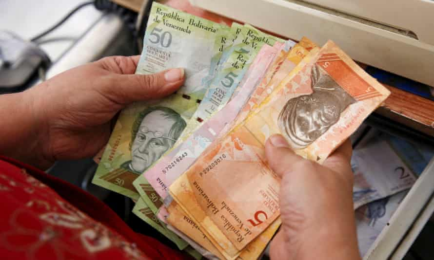 Cashier counts Venezuelan bolivar notes