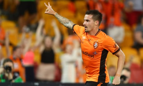 Jamie Maclaren hits eight-minute hat-trick as Brisbane hammer Mariners