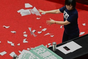 The KMT's Lu Yu-ling rips up ballot papers