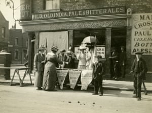 An ELFS stall on Roman Road in Bow in 1914, selling their newspaper, the Woman's Dreadnought