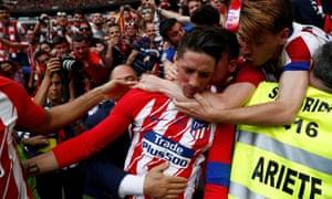 Fernando Torres celebrates scoring Atlético's second goal against Eibar.