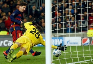 Messi scores the fifth at the second attempt