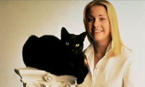 Melissa Joan Hart as Sabrina with her cat, Salem.