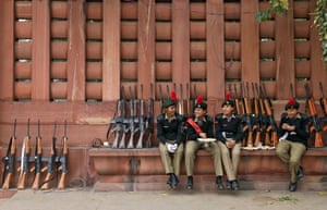 New Delhi, India. Members of the National Cadet Corps stop for a bite to eat during the rehearsal for the Republic Day parade
