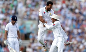 Pakistan's Wahab Riaz (centre) celebrates taking a wicket against England in the 2016 Test series. According to Jonathan Trott's autobiography, Trott grabbed Wahab by the throat during a row about match-fixing in 2010