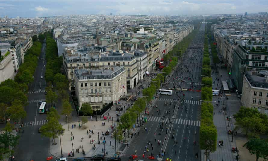 The Champs Elysées during the 2016 car-free day in Paris