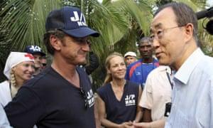 Ban Ki-moon meets with Sean Penn in Haiti.