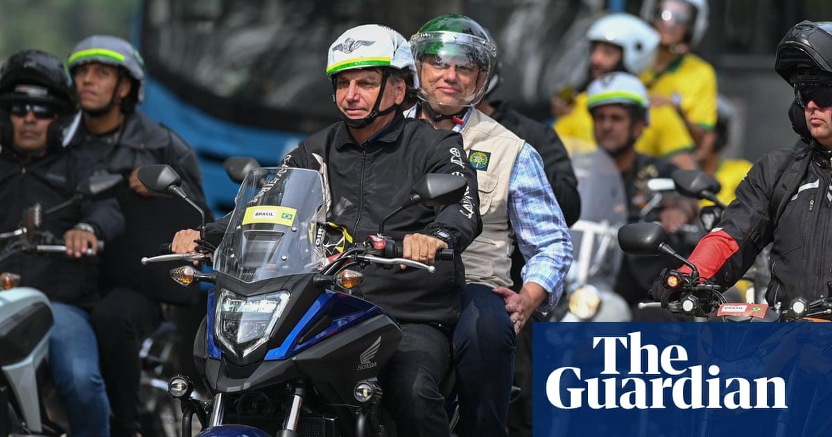 Brazil's Jair Bolsonaro leads motorcade rally in Rio amid coronavirus surge – video