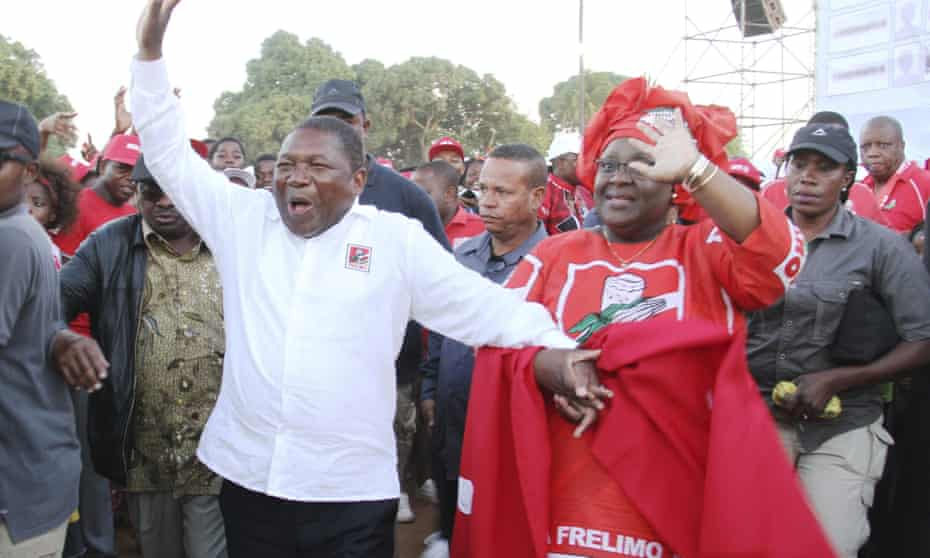 Ruling Frelimo party leader and president Filipe Nyusi and his wife Isaura at an election rally in Maputo