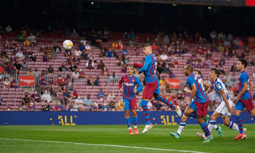 Gerard Piqué heads home a Memphis Depay free-kick to give Barcelona the lead against Real Sociedad