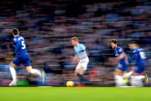Kevin De Bruyne runs with the ball at the Chelsea defence.
