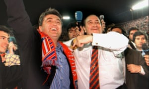 Raddy Antic (left) and the club president Jesús Gill celebrate Atlético's league title win in 1996.