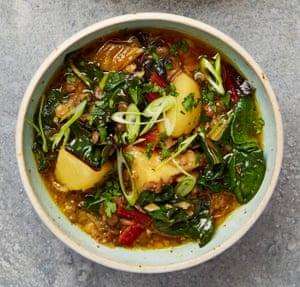 Adas bil hamoud (sour lentil soup)