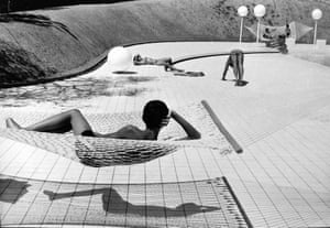 Martine Franck Swimming pool designed by Alain Capeilleres, Le Brusc, Var, France, 1976