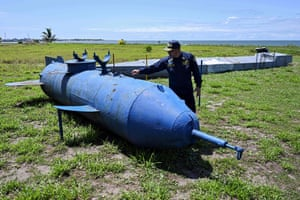 """Mattos Dager shows a """"parasite"""" type homemade narco-submarine, which attaches to the hull of large ships"""