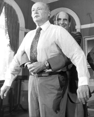 Henry Heimlich demonstrates his procedure on Ed Koch, the mayor of New York, in 1981.