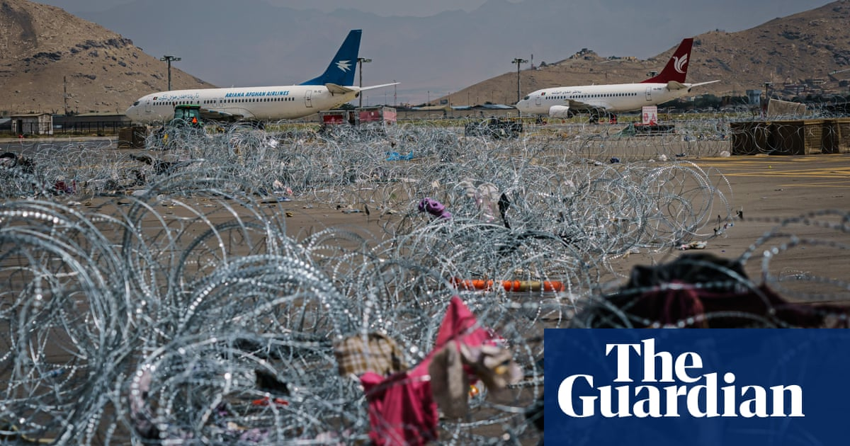 Foreign Office warns Britons in Afghanistan over risks of trying to flee