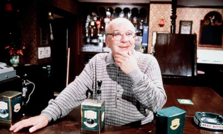 Roy Barraclough as Alec Gilroy in a 1989 episode of Coronation Street.