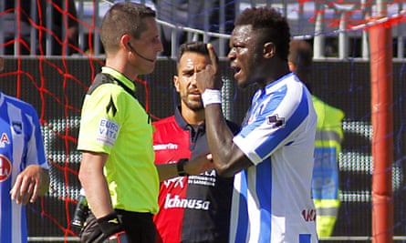 Pescara's Sulley Muntari in an exchange with referee Daniele Minelli during the match against Cagliari. Muntari was booked after complaining to the referee about racist abuse from members of the crowd.