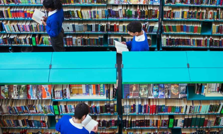 teenager readers browsing in a school library.