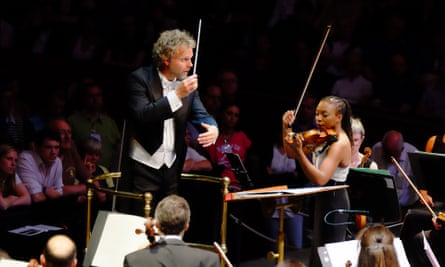 Thomas Søndergård conducts Tai Murray (on violin) and the BBC National Orchestra of Wales