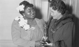 Hattie McDaniel receives her Oscar from actor Fay Bainter in 1940.