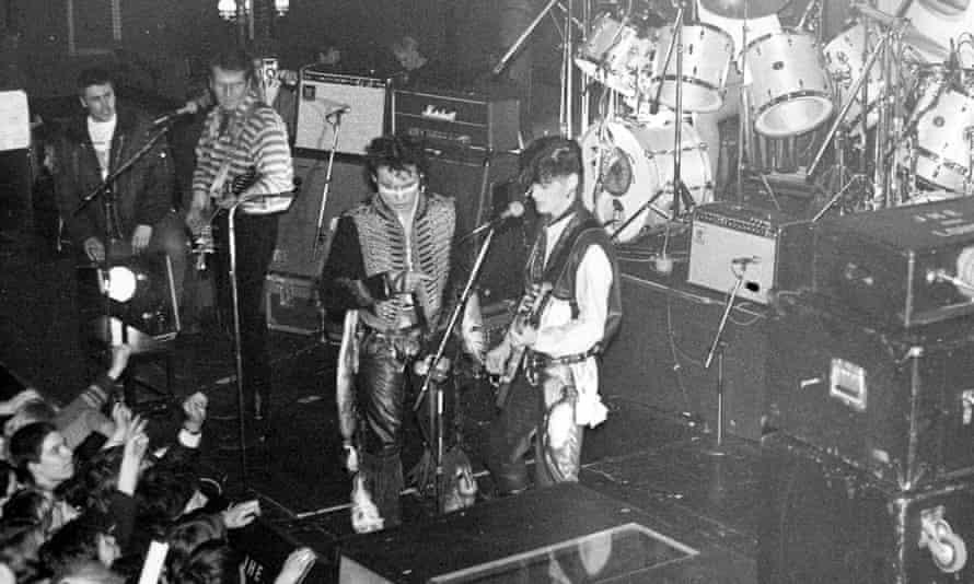 亚当和蚂蚁在格拉斯哥玩,1980年。