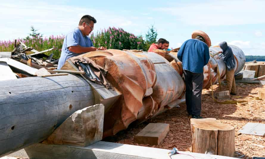 Master carver Jim Hart (second from the right) and his team working on the Reconciliation Pole