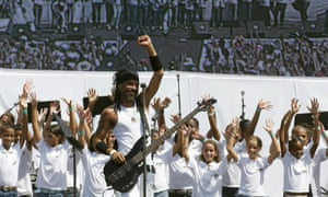 Cuban singer X Alfonso performs during the Peace Without Borders concert in Havana's Revolution Square