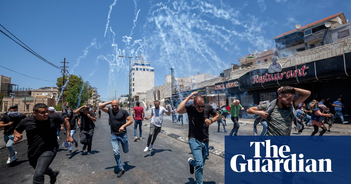 Israeli police use cannon and teargas during clashes in Jerusalem and West Bank – video
