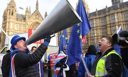 Pro and anti Brexit protesters