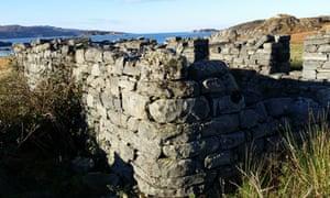 A ruined blackhouse at Peanmeanach village.