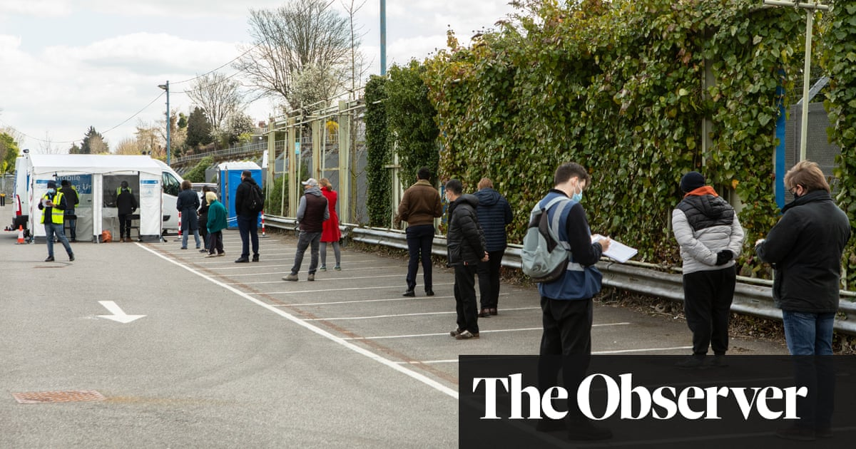 Eager Londoners queue up to be tested in race to find Covid variants
