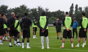 Rafael Benítez spells it out to his players at the Newcastle training ground this week.