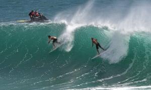 Surfers aat Kirra Beach