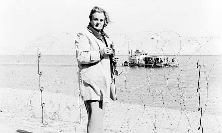 Clare Hollingworth in Suez in 1970