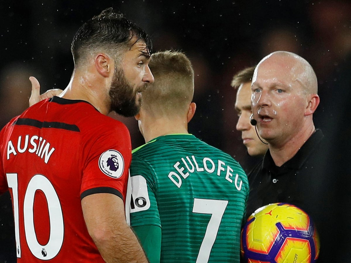 Southampton S Charlie Austin Rages At Referee After Draw With Watford Premier League The Guardian