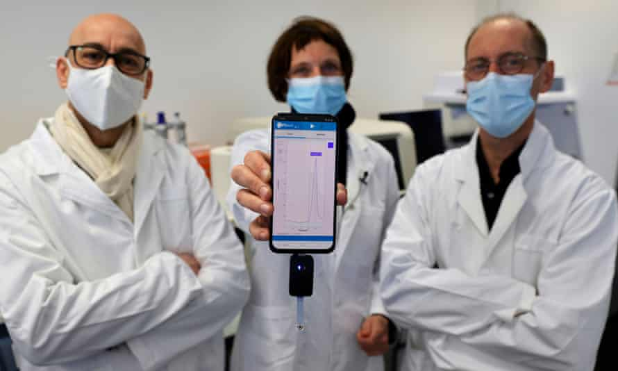 University of Lille researchers Rabah Boukherroub, Sabine Szunerits and David Devos with a smartphone showing CorDial-1 test result.