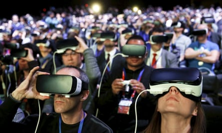 People try out Samsung Gear VR headsets, the kind used by gynecologist Ralph Anderson, at a technology conference.