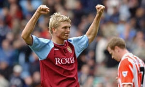 Marcus Allbäck playing for Aston Villa in 2003.
