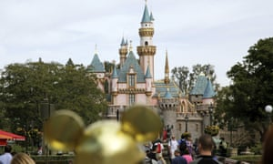 A teenage girl traveling from New Zealand to Southern California this month was infectious with highly contagious measles and may have exposed others at the park.
