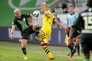 Wolfsburg's Xaver Schlager (left) vies for the ball with Dortmund's Erling Haaland.