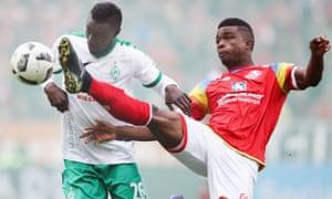 Lamine Sané, left, challenges Jhon Cordoba during Werder Bremen's win at Mainz.